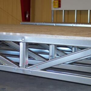 Base en acier avec plancher en panneaux de ciment